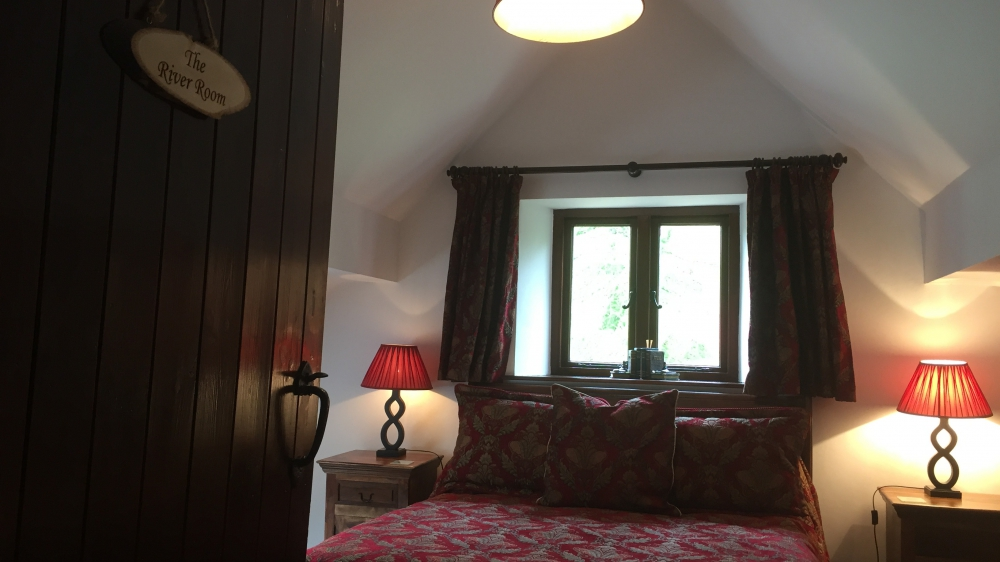 The River Room with luxurious king size bed at Forest Mill Cottage