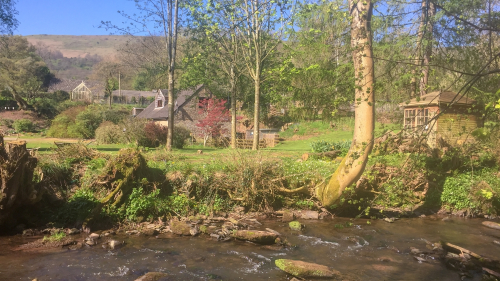 Forest Mill Cottage with River Monnow and Black Mountain